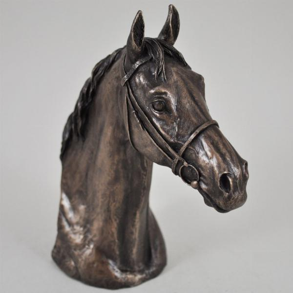 Photo of Thoroughbred Horse Head Figurine (David Geenty)